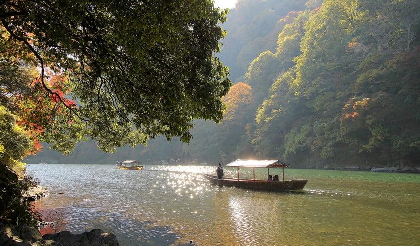 京都・嵐山から「金閣寺(金閣寺道バス停)」までのタクシーの「料金・距離・所要時間」