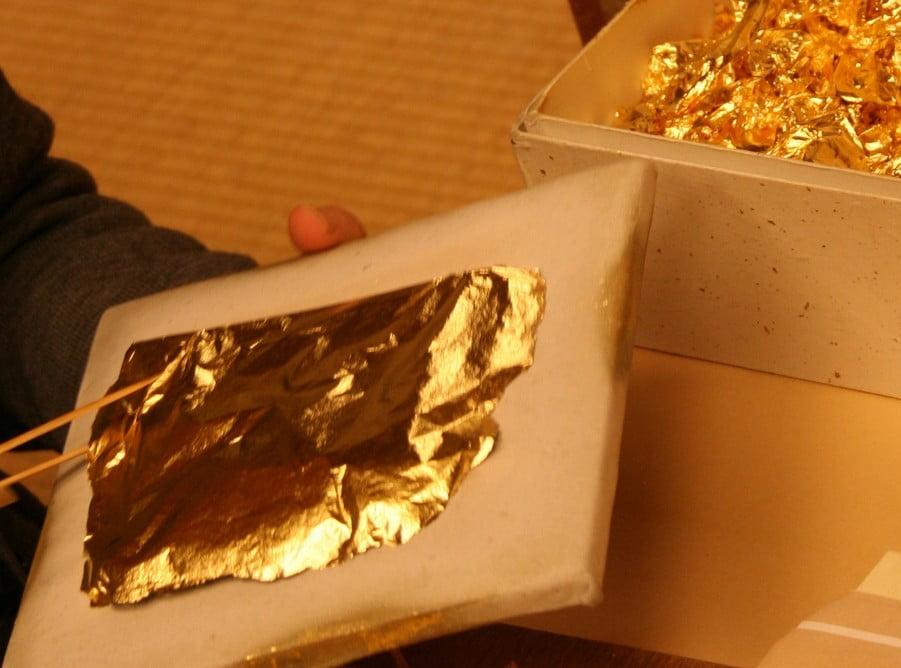 金閣(舎利殿)で使用された金の量(枚数・重さ)