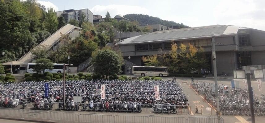 金閣寺の周辺・付近でバイクを駐車するなら「北大路駅東駐輪場」で決まり!!