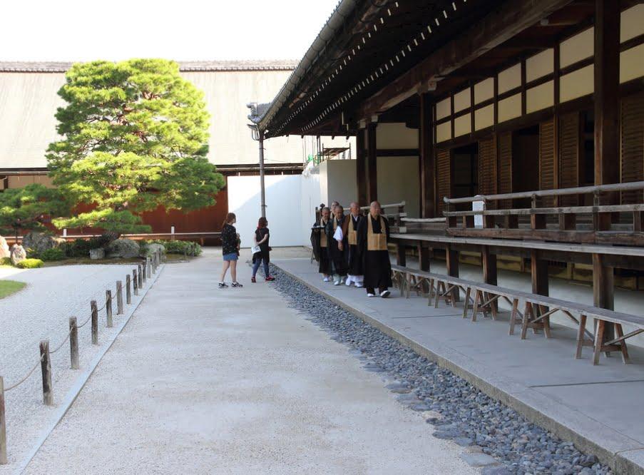 金閣寺の僧侶になる方法