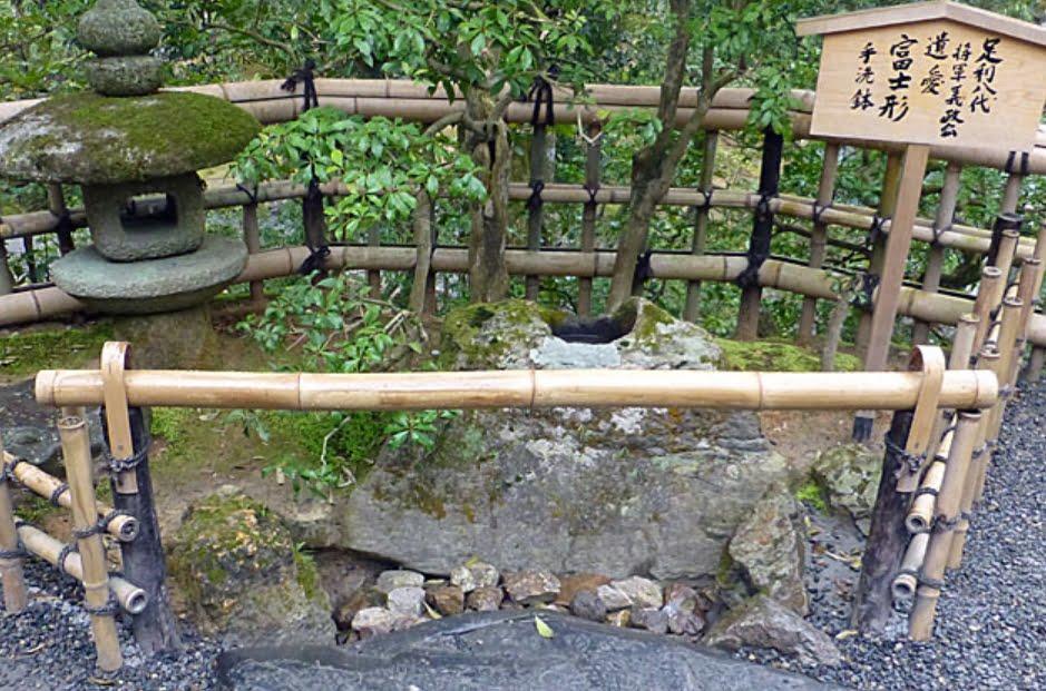 金閣寺・富士型手水鉢