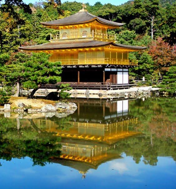 京都・金閣寺(鹿苑寺)「鏡湖池」逆さ金閣