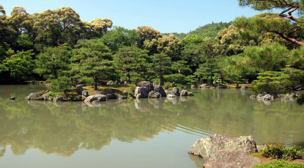 京都・金閣寺(鹿苑寺)「鏡湖池」